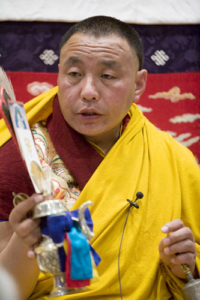 Karma Senge Rinpoche bestows the Avalokiteshvara abhisheka. Photo by Marvin Moore.